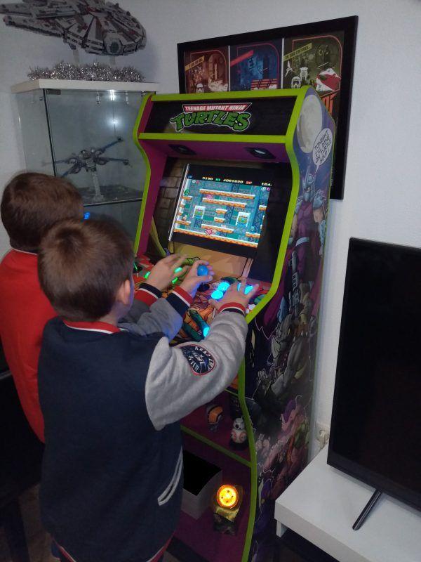 Bartop premium V2 tortugas ninja peques jugando