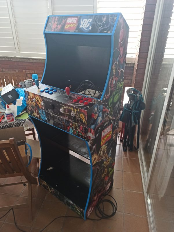 light-bartop-curved-stand-marvel-dc4